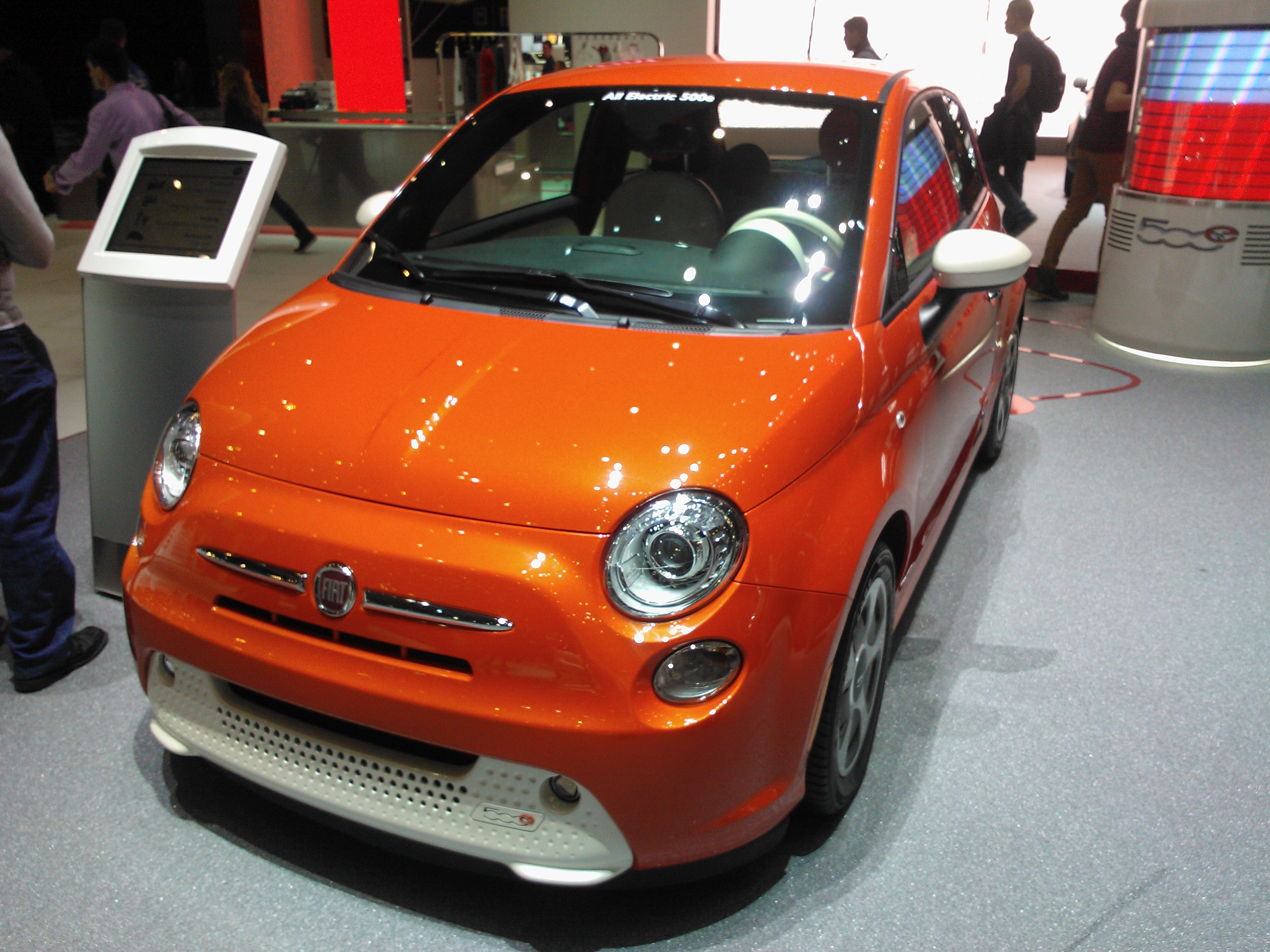 fiat 500 ev all electric now being manufactured. Black Bedroom Furniture Sets. Home Design Ideas